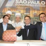 Duarte Nogueira, prefeito de Ribeirão Preto, Vinicius Lummertz, secretário de Turismo de SP, e Assis Leite, presidente da Avirpp, provaram a famosa Mortadela do Michelão