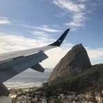 Em agosto tabém aconteceu o primeiro voo da Azul na ponte aérea.