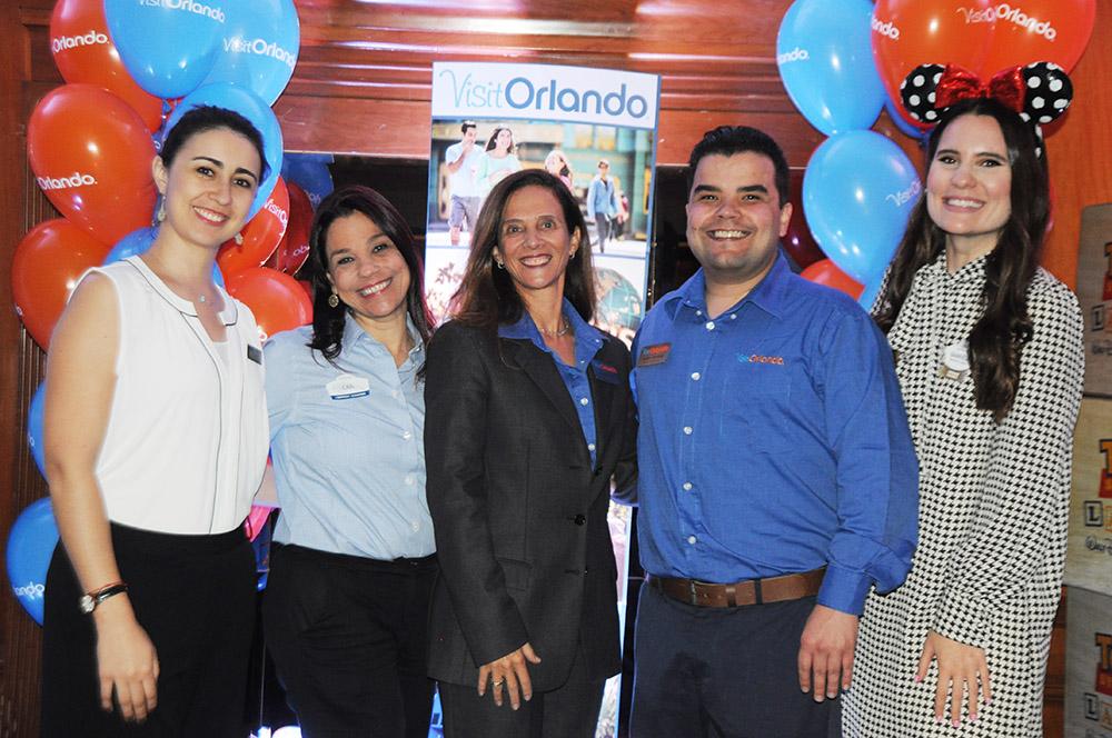 Juanita Ariza, do Kennedy, Cristina Muniz, do SeaWorld, Jane Terra e André Almeida, do Visit Orlando, e Gabriela Delai, da Disney