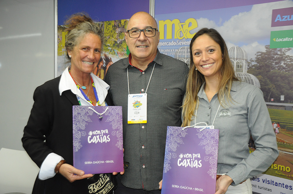 Mari Masgrau, do M&E, Cláudio Cunha, da Quebec Tur, e Renata Carraro, secretária de Turismo de Caixas do Sul-Rs