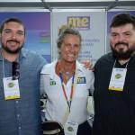 Mari Masgrau, do M&E, entre, Thalis dos Santos, e Rafael da Costa Castro, da Secretária de Turismo de Saquarema