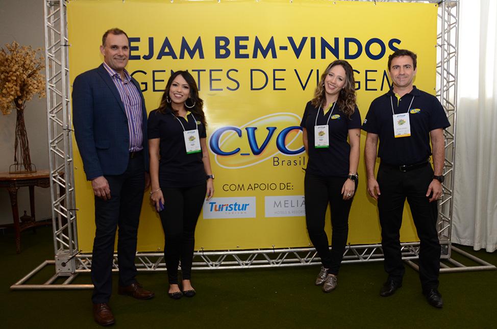 Mauricio Xaxier, Thalita Carrião, Luciana Barbosa e Rogério Mendes, da CVC
