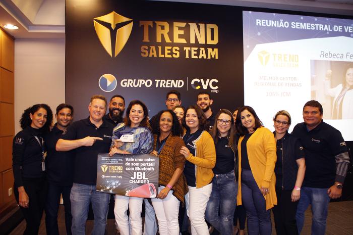 Rebeca Ferreira com o seu time de líderes do Norte e Nordeste