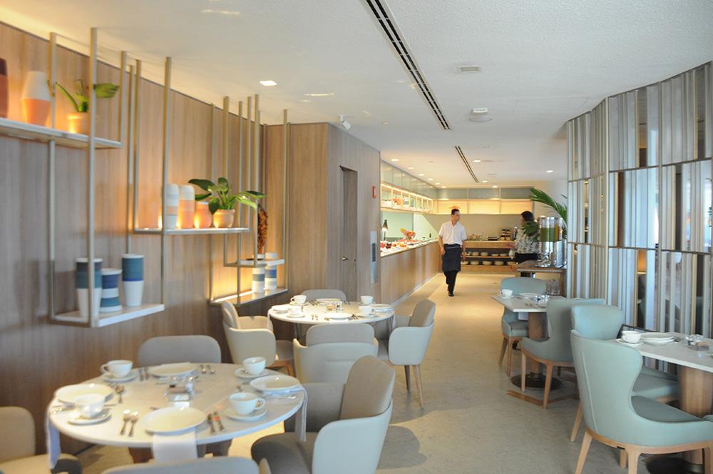 Restaurante principal do Fairmont tem vista para a Praia de Copacaban