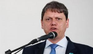 """""""Temos o objetivo de fazer com que o brasileiro voe mais"""", diz ministro da Infraestrutura"""