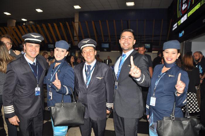 Tripulção do voo AD 0001 da Azul