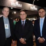 Vinicius Lummertz, secretário de Turismo de São Paulo, entre Normando Pierini e Assis Leite, da Avirrp