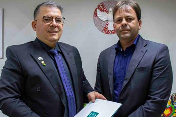 iretor da Embratur Osvaldo Matos recebe o secretário de Turismo de Ipojuca, Mário Pilar - Foto Pablo Peixoto