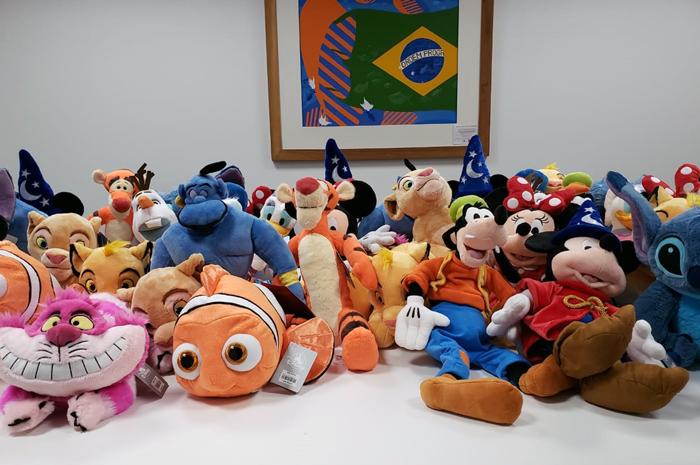 Os agentes que se destacarem nas vendas de produtos Disney levam para casa uma pelúcia exclusiva da marca
