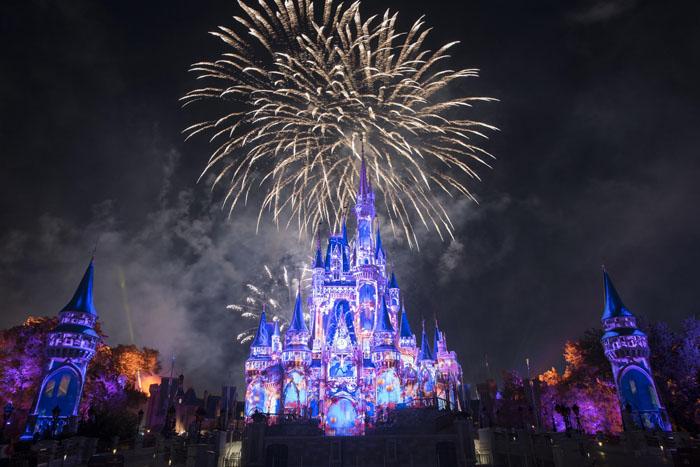 Parques de Orlando e de Paris serão fechados a partir deste domingo (15)