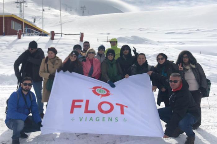 Agentes na famtrip da Flot, em visita ao Vulcão Osorno