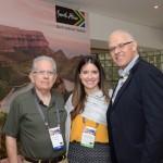 Eduardo Camargo ao lado de Carolina Oricchio e Altamiro, da SAA