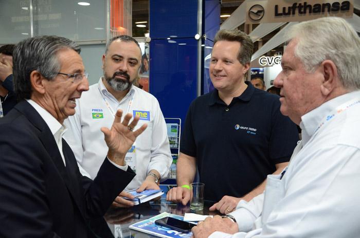 Eloi de Oliveira, do Grupo Flytour, Anderson Masetto, editor do M&E, Mauricio Favoreto, da Trend, e Roy Taylor, presidente do M&E