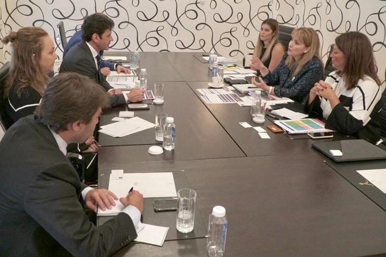Em encontro com Glória Guevara, Ministro reafirmou novo momento do Brasil. (Foto: Helano Stuckert/MTur)