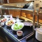 Estação de frutas e iogurte do café da manhã