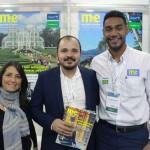 Luciana Fajardo e Alexandre da Verdade, da secretaria de Turismo de Búzios, com Juliano Braga, do M&E