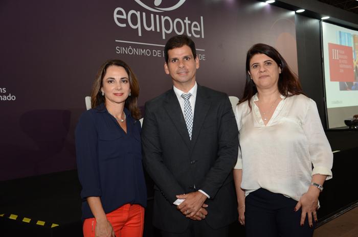 Marta Poggi, palestrante, Geraldo Figueirôa, da GF Viagem & Experiência e Waleria Fenato da Mark Up