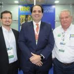 Renzo Rodrigues e Eduardo Bernardes, da Gol, com Roy Taylor, do M&E