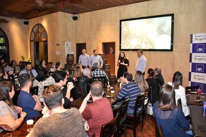 Representantes da April Brasil Seguro Viagem no evento em Campinas