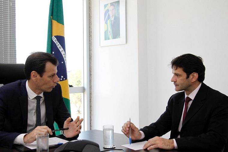 Ronei Glanzmann, secretário de Avição Civil, e Marcelo Álvaro Antônio, ministro do Turismo