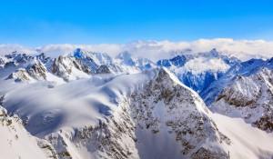 Neve o ano todo: Titlis reúne o melhor do verão e do inverno na Suíça
