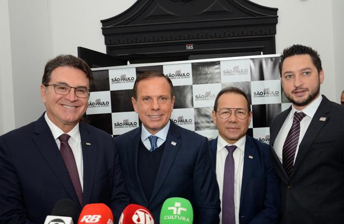 Vinicius Lummertz, secretário de Turismo de São Paulo, João Dória Jr, Governador de São Paulo, Nelson de Souza, presidente da Desenvolve SP, e Marco Vinholi, secretário de Desenvolvimento Regional