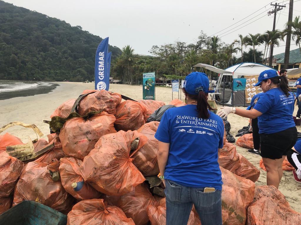 Foram retiradas 3 toneladas de lixo da praia