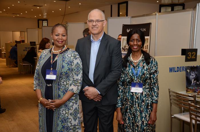 Zuks Ramasia, CEO da SAA, Altamiro Medici, diretor da SAA no Brasil; e Pumla Luhabe, comercial da SAA