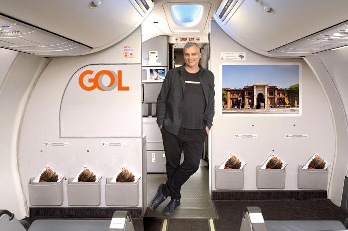 Leonardo Finotti, exposta em uma das aeronaves da 4º edição do GOL Mostra Brasil