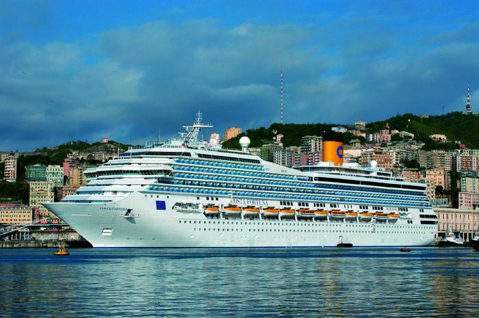 Navio Costa Fortuna, no porto de Gênova - foto Divulgação