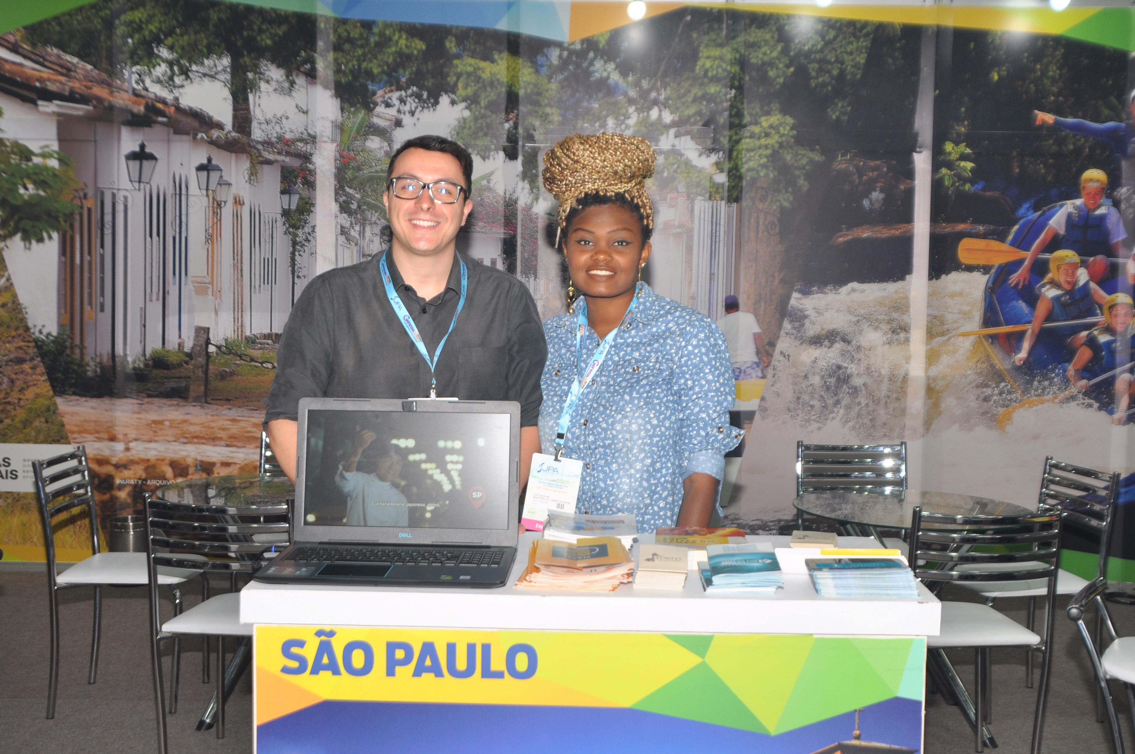 Albert Simoncini e Ana Carolina, do Ministério do Turismo