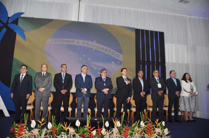 Autoridades e lideranças reunidas na cerimônia de abertura do JPA Travel Market