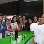 Bar Brasil ensinando aos argentinos a fazer caipirinha