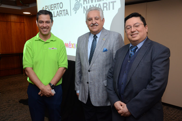 Carlos Eguiarte, da Riviera Nayarit, Raúl Bolaños, cônsul Geral, e Luis Gerardo Hernández, cônsul Adjunto do México