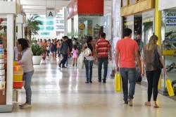 Perdas do comércio reduzem em julho, aponta CNC