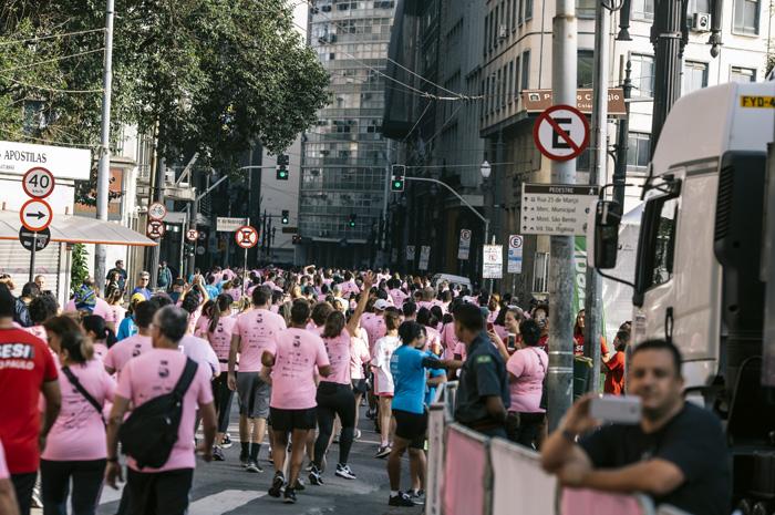 Evento ocorreu no domingo, dia 27 de outubro, e teve como objetivo reunir profissionais em torno de temas como conscientização do Outubro Rosa