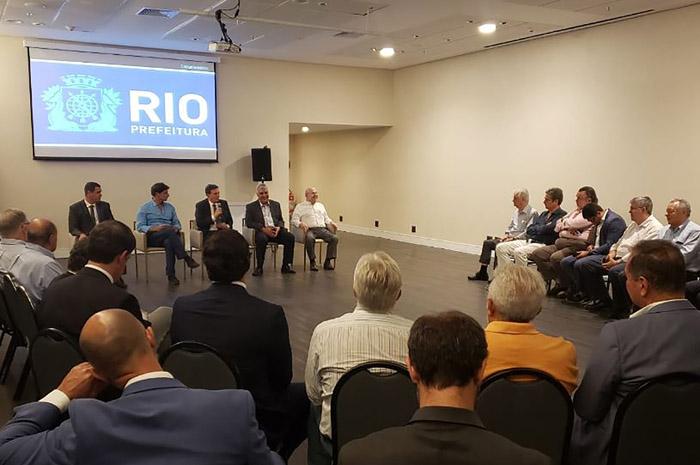 Empresários se reúnem com o prefeito do Rio