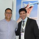 Esteban Tossutti, presidente da Flybondi, e Marcelo Álvaro Antônio, ministro do Turismo