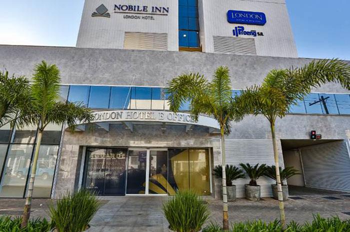 Fachada do Nobile Inn London Hotel, hotel inaugurado pela rede em Goiás