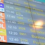 Flybondi aparece pela primeira vez no painel de voos do RIOgaleão