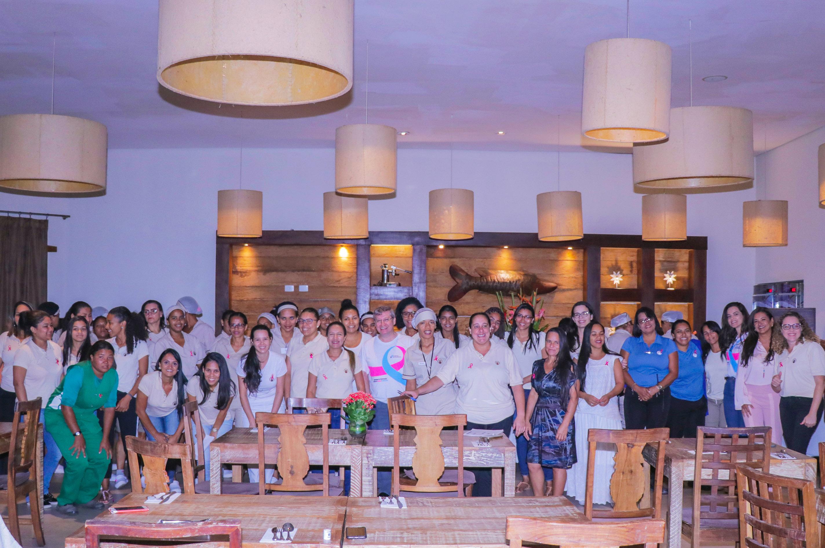 Funcionárias do Grupo La Torre participaram de palestras de conscientização sobre o Outubro Rosa