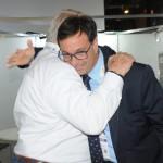 Gilson Machado Neto, presidente da Embratur, cumprimenta Roy Taylor, do M&E