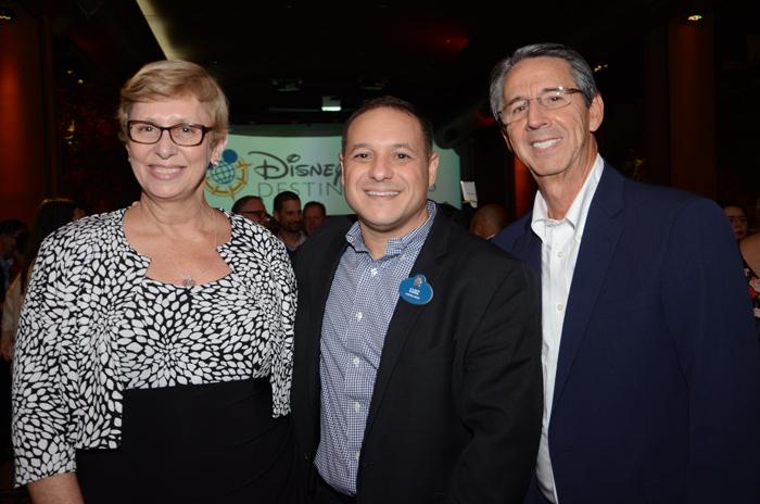 Luiz Araujo, da Disney entre, Barbara Picolo e Eloi de Oliveira, da Flytour