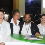 Mari Masgrau, do M&E, com Elba Vieira, Carlos Santos e Vitoria Vieira, do Expomundo