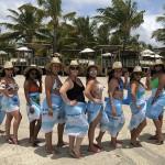 Mulheres do famtour Azul da Cor do Mar de Alagoas foram presenteadas com uma canga personalizada