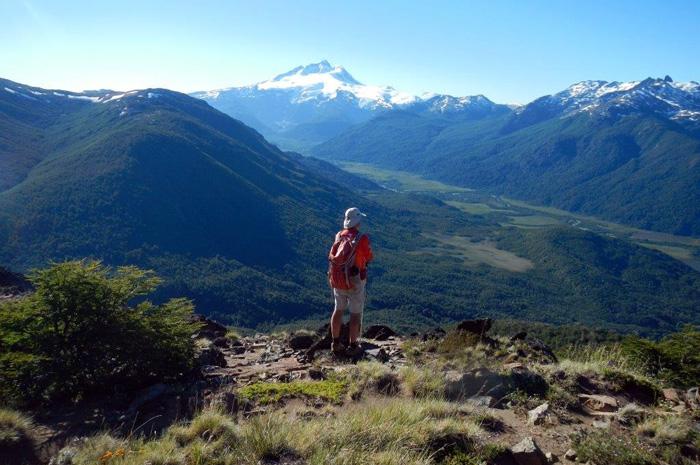 O BarilocheTrekking reúne informações sobre as 62 trilhas, 6 travessias e 17 curtas caminhadas