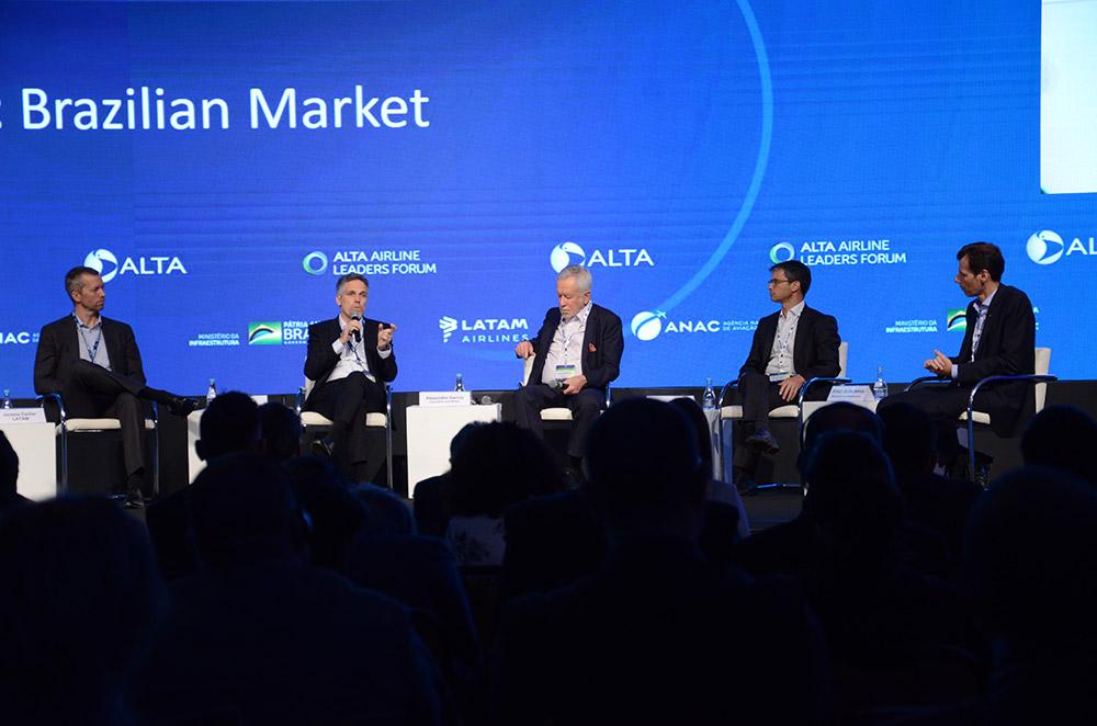 Painel debateu o momento da aviação comercial no Brasil
