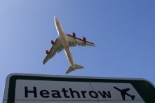 Governo britânico quer repatriar turistas com aeronaves de companhias falidas