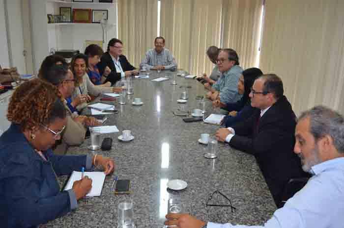 Representantes das Secretarias e órgãos baianos na sede da Setur-BA para planejamento de ação integrada para o verão 2020