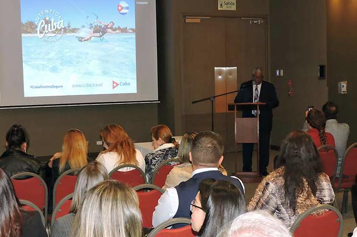 Durante evento realizado em Bogotá, o embaixador de Cuba na Colômbia garantiu que o destino segue investindo no Turismo